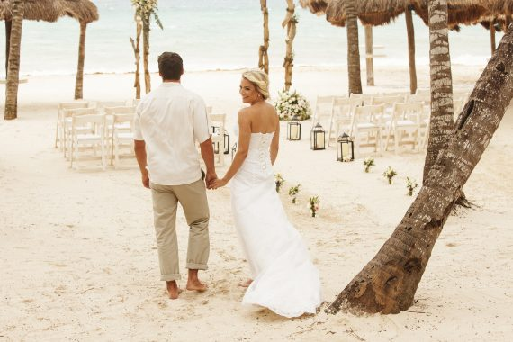 Beachfront Wedding in front of Fuego Restaurante y Cantina